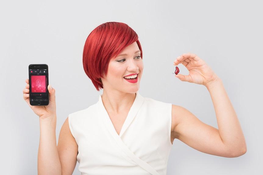 Im September auf der IFA zu erleben - Miss IFA und das smarte Hörgerät ReSound LiNX 3D (Foto: Messe Berlin)